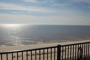 Photo for Large Balcony Condo w/ WiFi, Spa Services, Gym, Indoor & Outdoor Pools