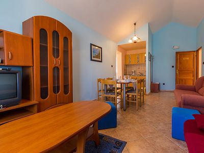 Photo for Apartment Delfin in Karlobag - 4 persons, 1 bedrooms