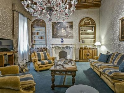 Photo for Spacious Tiffany apartment in Duomo with WiFi, balcony & lift.