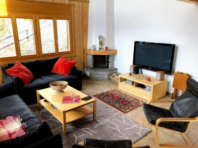 Photo for 4*, 6-bedroom-chalet for 12 people located at 1 km from the slopes in a calm and sunny environment.O