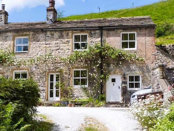 Fountains cottage family friendly in kirkby malham for P a furniture kirkby