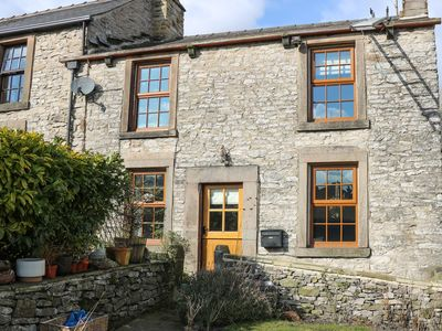 Photo for RHUBARB COTTAGE, pet friendly, with open fire in Bradwell, Ref 962171