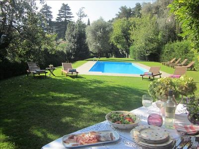 Beautiful large pool and garden with perogla to enjoy leisurely dining