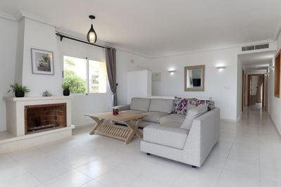 Beautifully Presented Living Area & Apartment Throughout