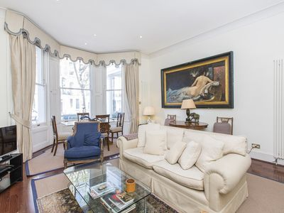 Photo for A classic early Victorian retreat amongst the famed Knightsbridge shops.