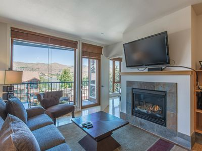 Photo for Sunshine Getaway - 2 bed, 2 bath Condo Near Lakeside Park and Downtown Chelan