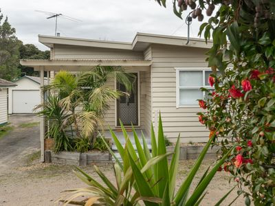 Photo for Bud Break Beach Cottage - family friendly beach house in the Peninsula's heart