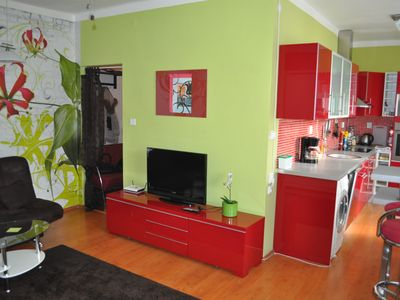 Photo for Sunny Spacious Studio Flat Close to Downtown