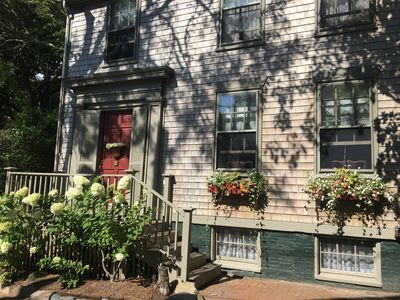Spacious & Historic: Classic Nantucket Home with Large Garden, Charm & Elegance