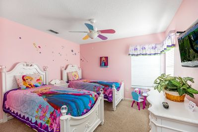 Our Frozen princess-themed bedroom is perfect for all fans of warm hugs!