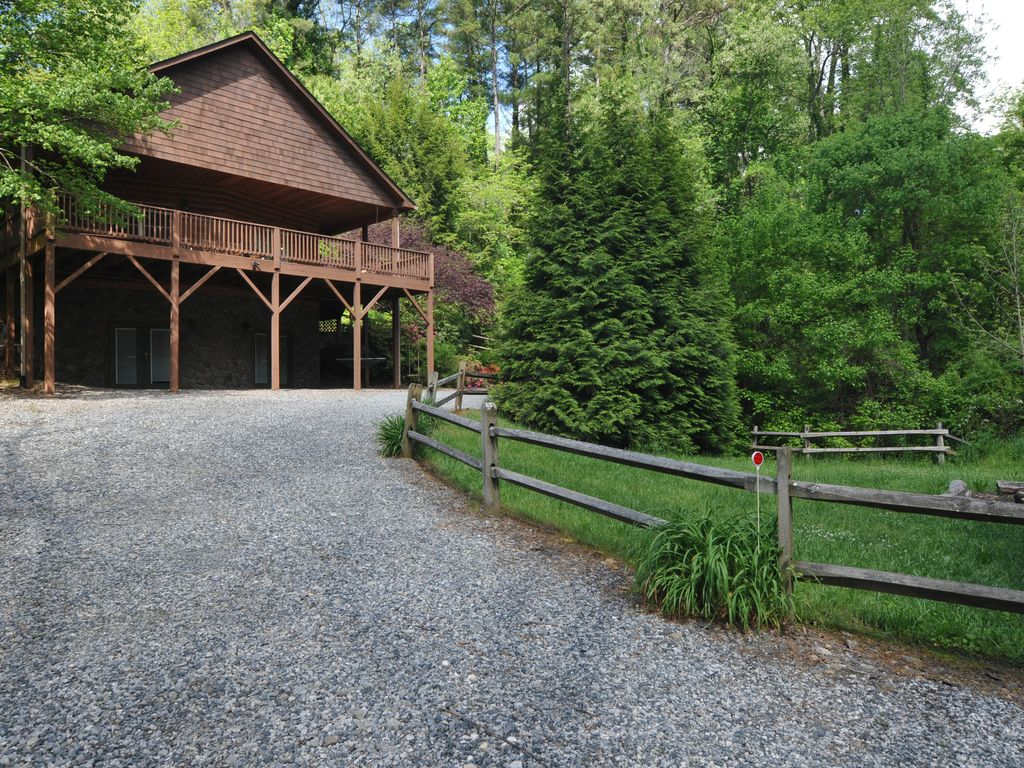 Buckeye Cabin Located In Weaverville Nc Weaverville