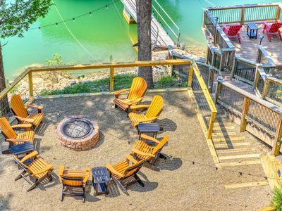 Photo for Beautiful lakefront house with gourmet kitchen, private dock