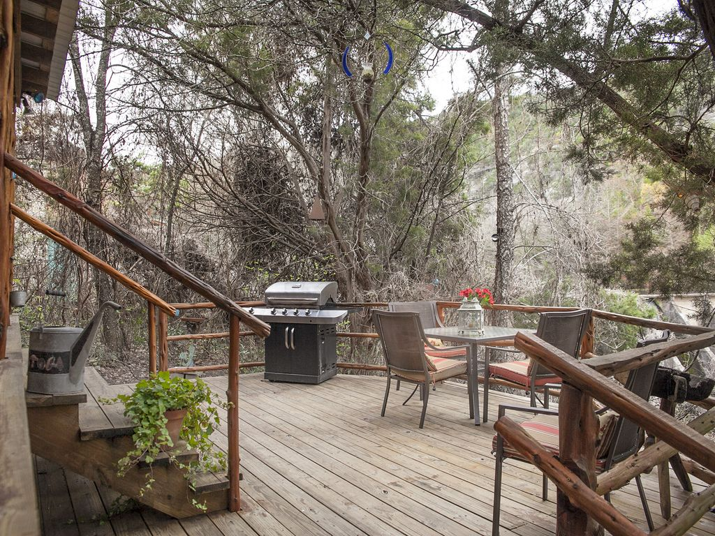 Romantic Cabin Getaway LeakeyTexas Hill Country