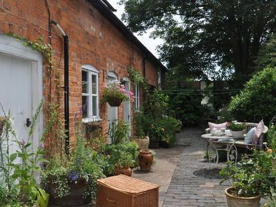 Photo for 1 bedroom Cottage in Tewkesbury - LADYB