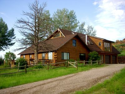 Photo for Secluded property with panoramic views and hot-tub