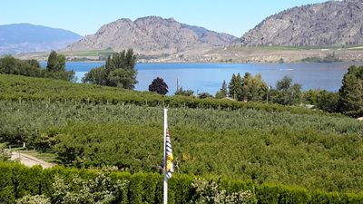 Photo for Lake Osoyoos Luxury King Suite