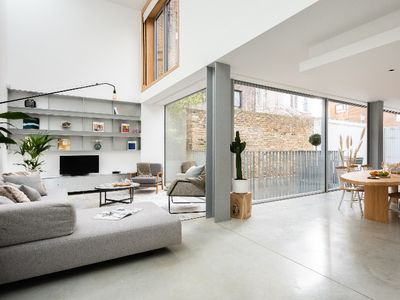 Photo for The Chelsea Walk - Modern & Bright 3BDR House with Rooftop & Parking