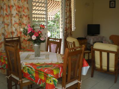 VIEW OF THE LIVING ROOM ANS DINING ROOM