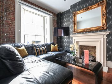 Sophisticated And Prestigious Mayfair Apartment in Central London Sleeps 6