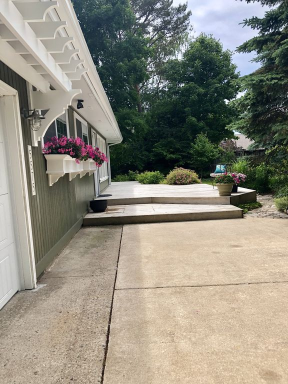 Cottage Steps from Lake Michigan!