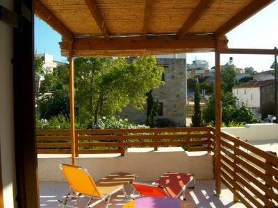 Photo for Cozy apartment with terrace and pergola near the Komo and Matala beaches