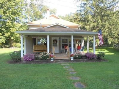 Charming cottage steps away from Pine Creek!