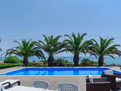 Photo for Barbara, villa with pool 10 m from the sea