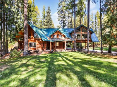 Photo for Lovely, multi-family cabin on a nine-hole golf course w/ a private lake