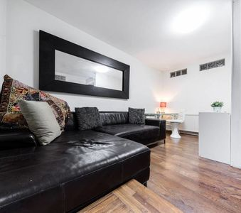 Photo for 2 bed modern apt near Old Street with garden