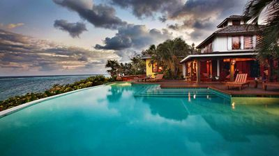 Fuego del Mar; beautiful luxury villa overlooking the sea. Style and service.