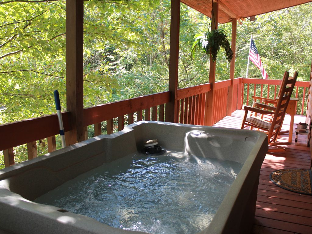 Special beautiful cabin w cozy fireplace relaxing hot for Cabin in gatlinburg with hot tub