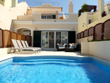 Modern 4 bed, 4 bath, south facing villa with private pool and rooftop Jacuzzi