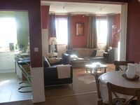 François had a fantastic apartment, great space, acletic style and art
