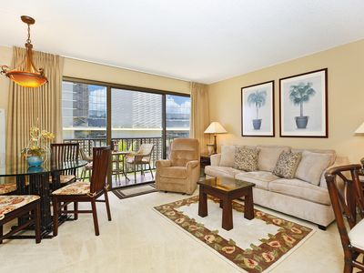 Four Paddle 1 Bedroom with AC, W/D, one FREE parking, WiFi, walk to beach!