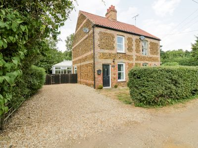 Photo for WESTBURY COTTAGE, pet friendly, with open fire in Roydon, Ref 985580