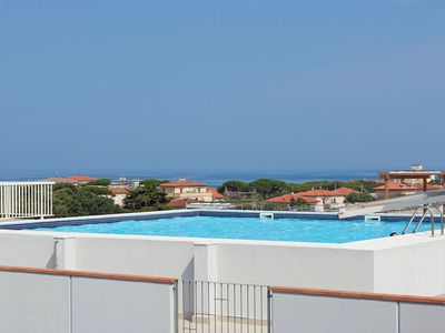 Photo for Cosy apartment for 4 guests with WIFI, pool, TV, balcony, pets allowed and parking