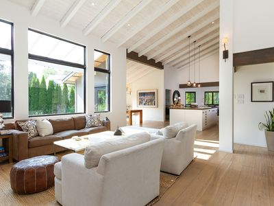Photo for Gorgeous & Gourmet - Spacious, central home for 10