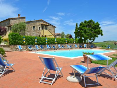 Photo for Cosy apartment in villa for 5 people with pool, WIFI, TV, pets allowed and parking