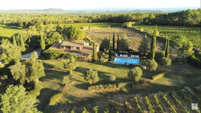 Photo for Secluded Provençal farmhouse on a vineyard with private pool