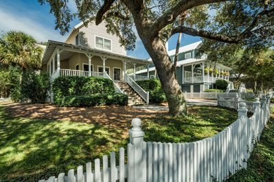 Front of home with adorable white picket fence