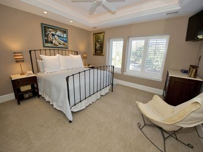 Photo for . You'll delight in this freshly decorated, fully remodeled two bedroom villa found in the heart of