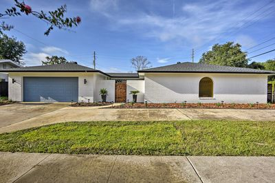 This home is centrally located to the best attractions of Orlando.
