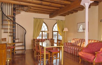 CHARMING APARTMENT in Dorsoduro with Wifi. **Up to $-483 USD off - limited time** We respond 24/7