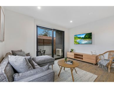 Photo for Stylish two-bedroom apartment in Bentleigh