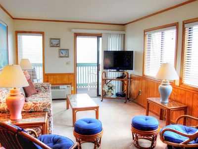 Direct oceanfront condo overlooking Ocean Annie's and close to many local attractions!
