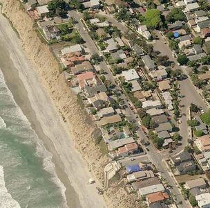 Beautiful beach cottage in Encinitas ( check our reviews !) steps to the sand