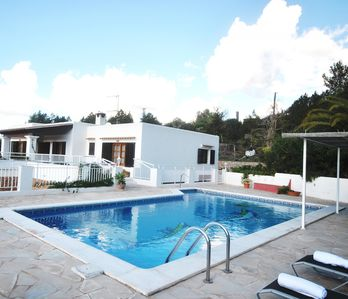 Photo for Beautiful area, great home 6 pax, swimming pool, BBQ.