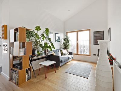 Photo for Stunning 2-Bed flat w/balcony in Dalston