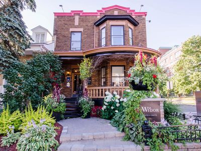 Warm, bright house in the heart of Quebec- Swimming pool -10 min from Old Quebec
