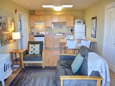 Plaza Terrace Stay 1 bedroom vacation rental living/dining/kitchen main room
